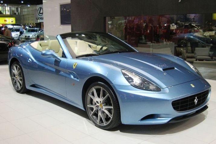 800px-Ferrari_California1