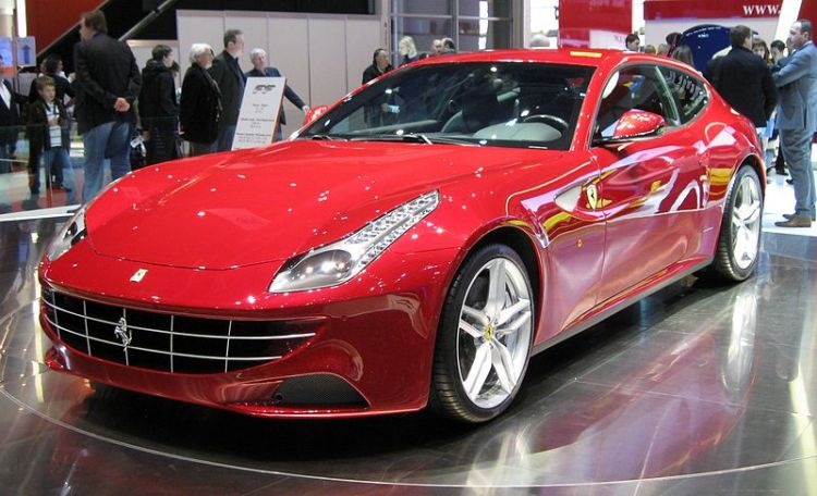 800px-Ferrari_FF_Autosalon_Genf_1