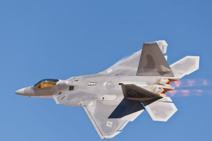 gambar pesawat tempur F-22 Rapor