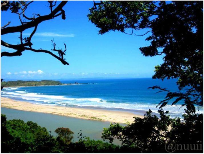 gambar pantai sawarna