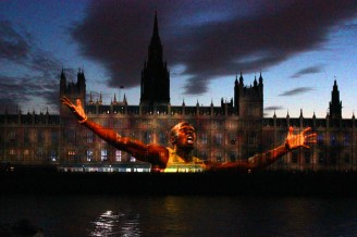 Houses of Parliament lights up (6)