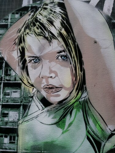 Close up of the girl on Blackall Street