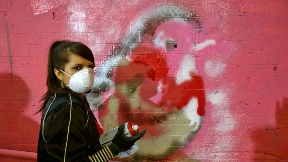 Lady Lash Dee from London painting a Robin