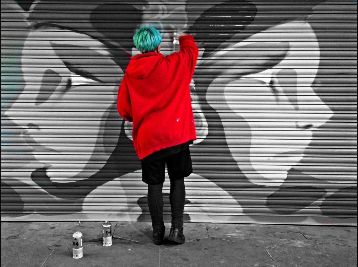 Spanish street artist Elno painting at the Croydon paint jam in 2015