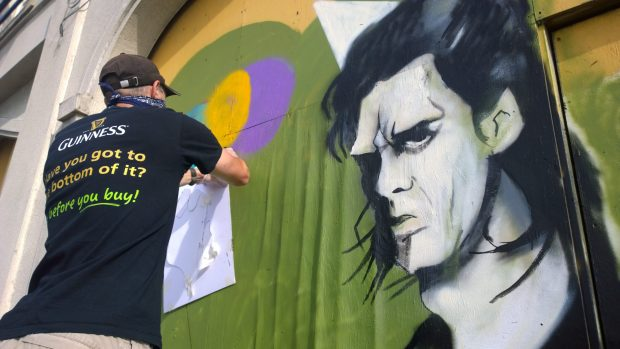 Dr. Cream helping out with one of the balloons on Gary Alfords Nick Cave portrait