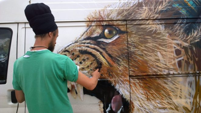 Louis Masai painting at the Meeting of Styles