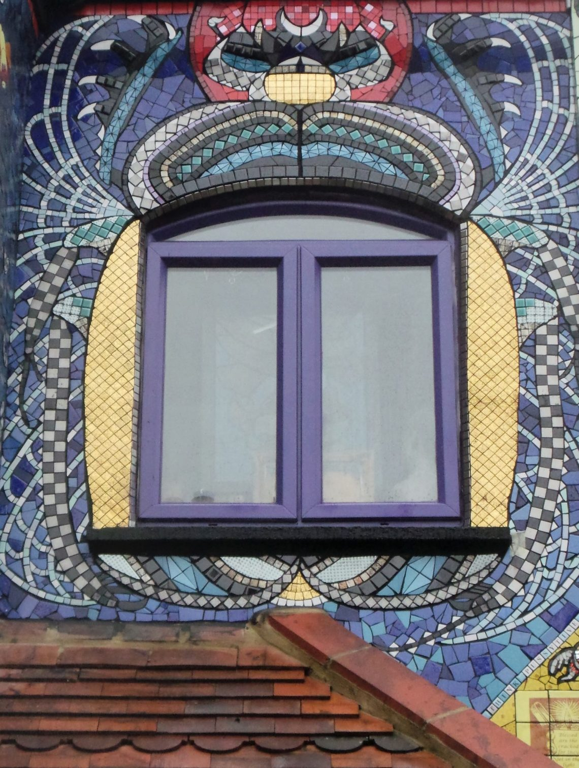 A mosaic scarab by Isidora Paz Lopez on the front of Carrie Reichardt's house