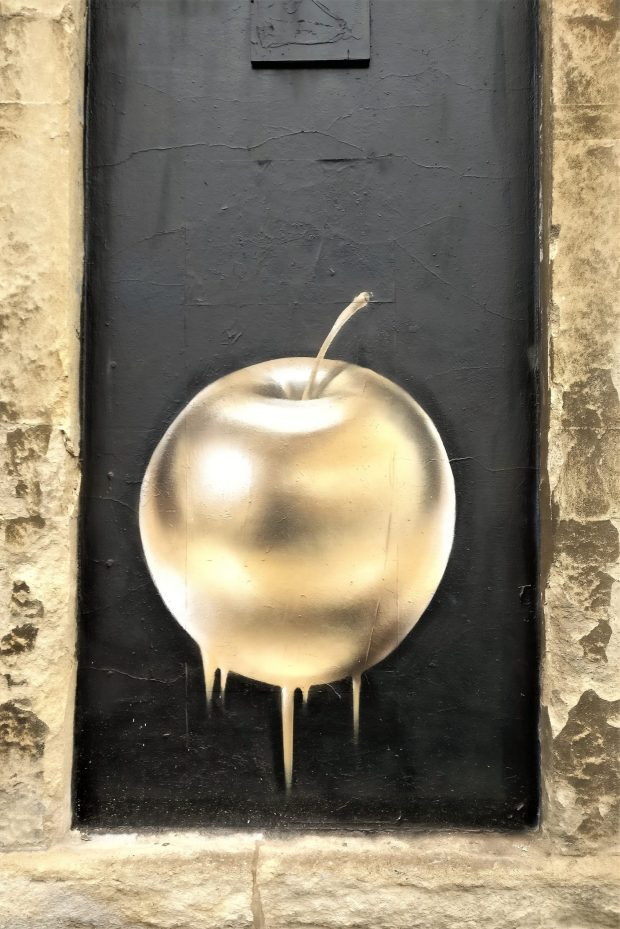 A golden apple