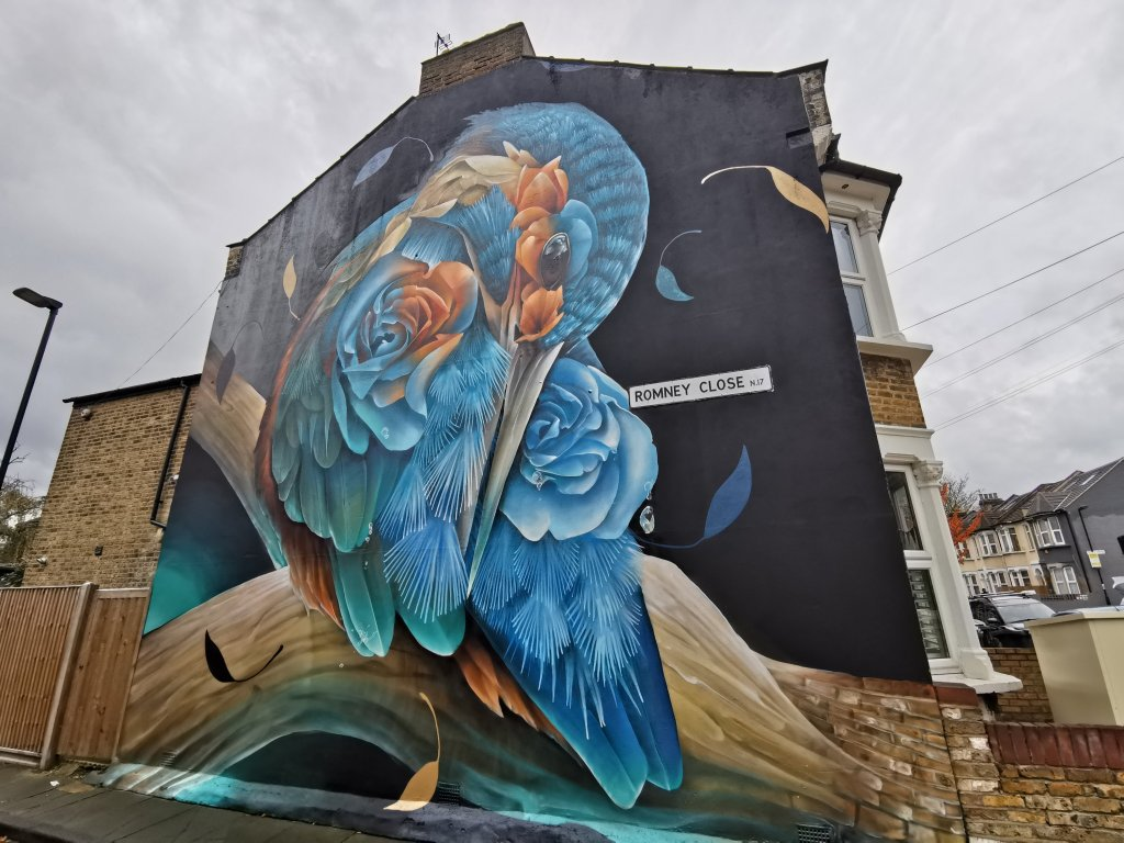 A kingfisher mural on Chalgrove Road by Curtis Hylton