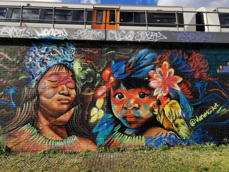 Mural by Atila and VaneMG promoting solidarity with Colombia