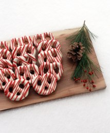 chocolate-covered-pretzels-themerrythought-christmas-desserts-1pp_w730_h887
