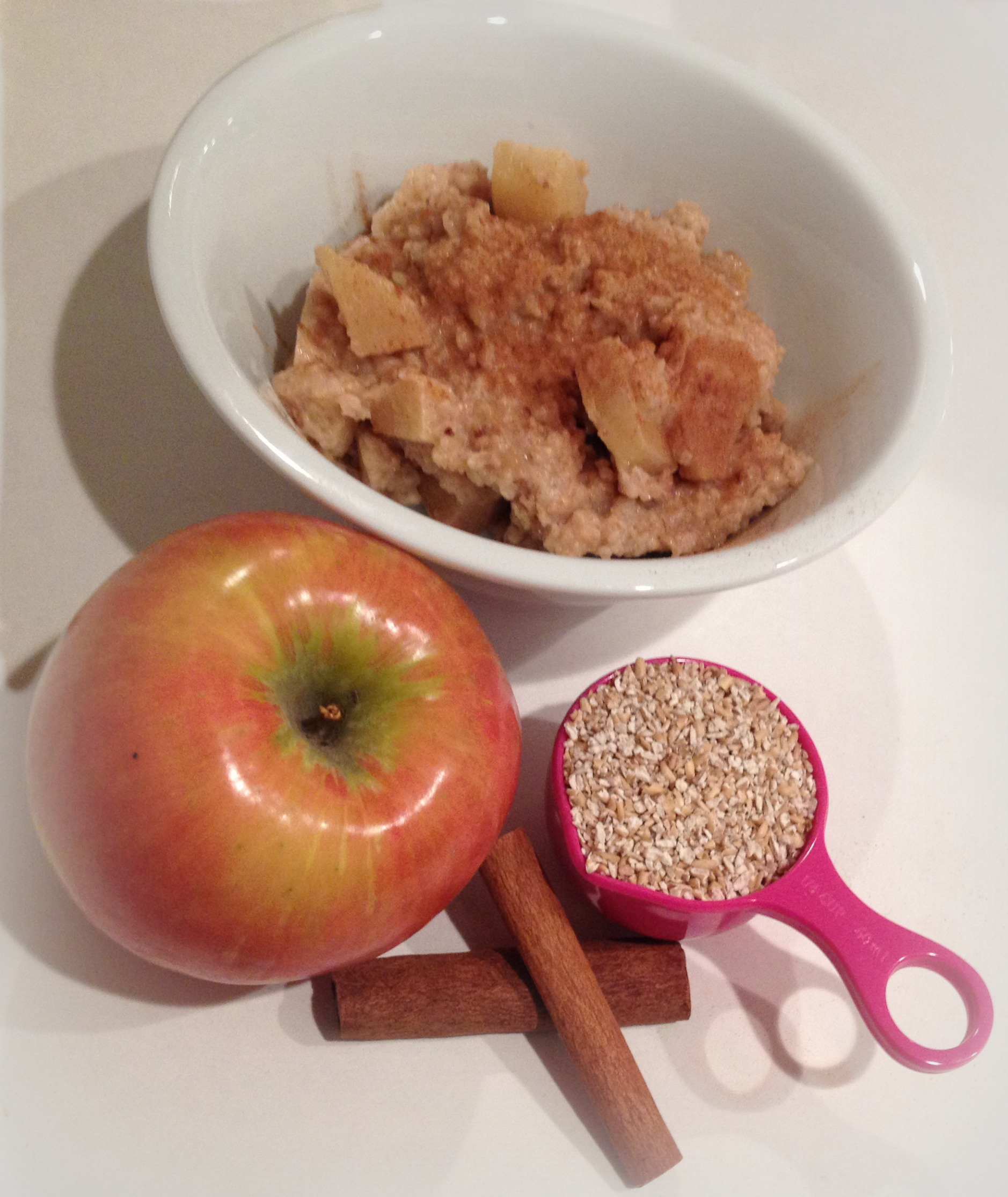 Slow Cooker Overnight Oatmeal with Apples and Cinnamon