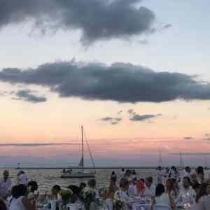 Diner en blanc pop up festival on Chicago's lakefront