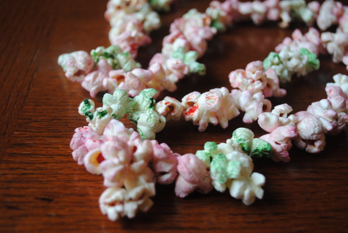 DIY Christmas Decorations: How To Make Colored Popcorn Garland
