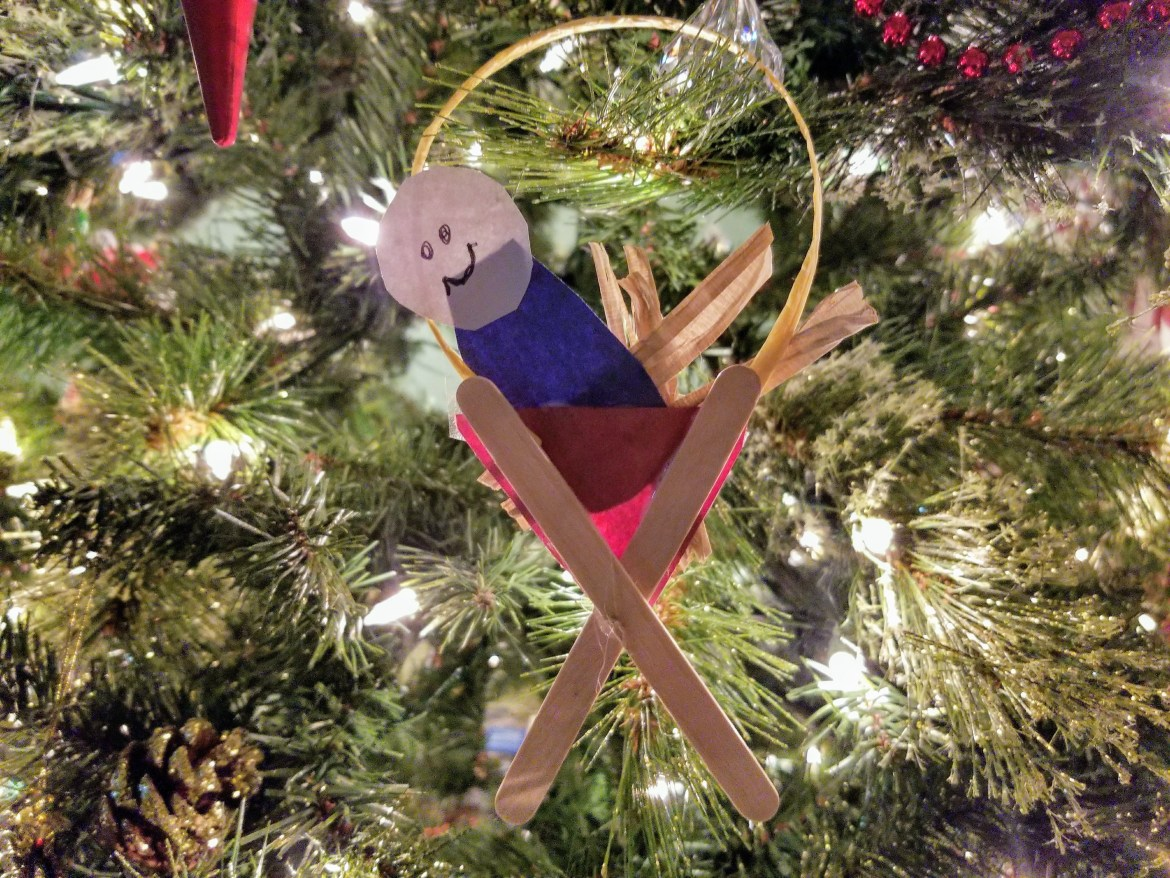 This easy Jesus in a manger Christmas Craft for Kids is so cute and so easy! Perfect for preschool or even elementary school ages.