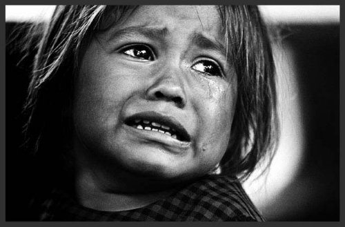 afghan girl crying large Ydjcg 16298