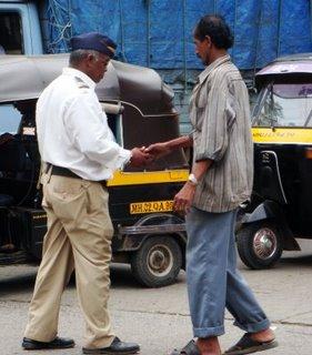 mumbai police taking bribes YlmEX 6943