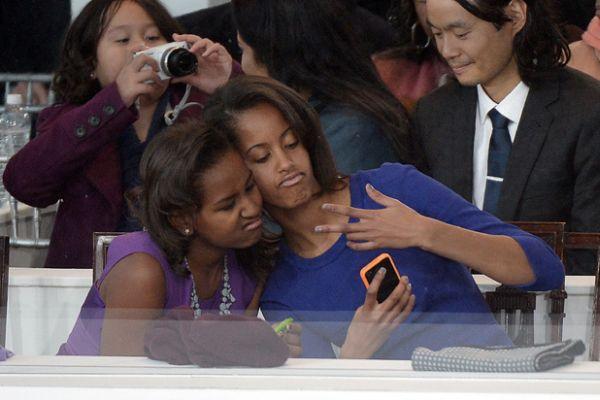 media-sasha-malia-obama-inauguration-selfie