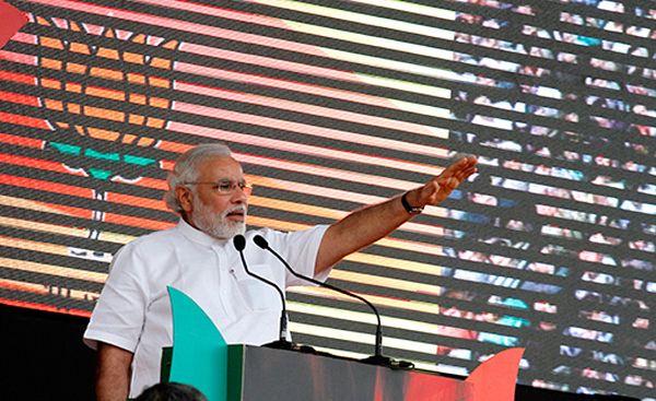 Narendra_Modi_at_Delhi_in_Vikas_Rally
