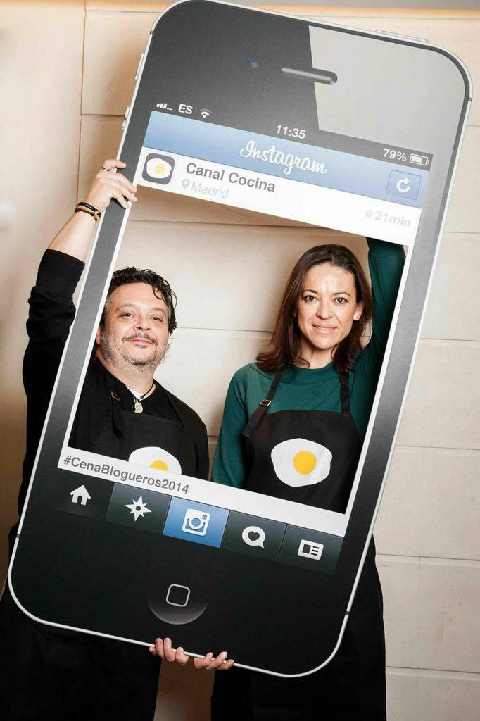César y Marga de Con un par de Guindillas Cesar está en Instagram como @capitanrabano