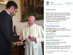 Kevin-Systrom-y-Papa-Francisco-Instagram-610x457