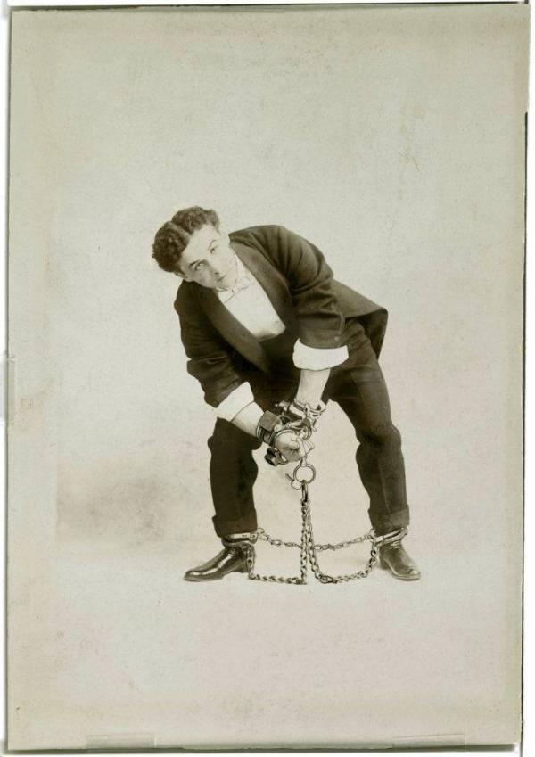 Houdini, encadenado