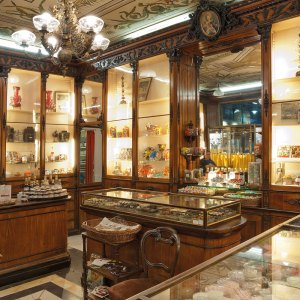 A peak into the old Romanengo Shop in Genova on Instantly Italy
