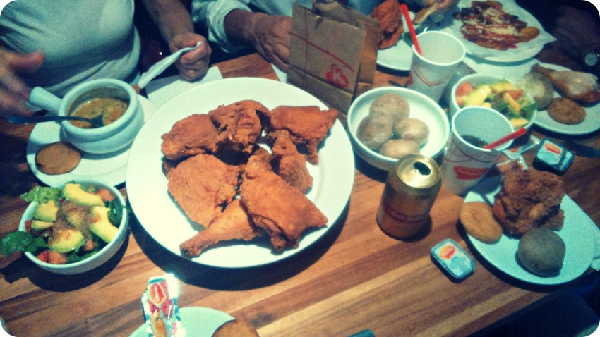 Photo du plat que nous avons commandé dans l'enseigne Kokoriko : morceaux de poulets panés et pommes de terre