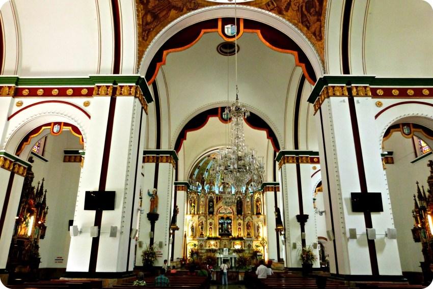 Interior de la Basilica Menor del Señor de los Milagros de Buga