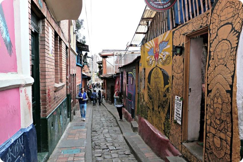 Rue colorée du quartier de la Candelaria à Bogotá
