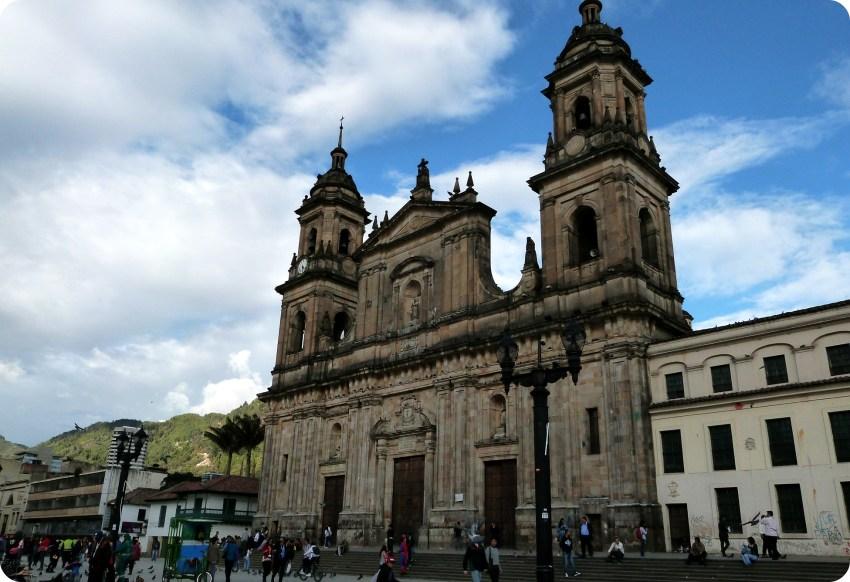 Cathédrale sur la place Bolívar de Bogotá