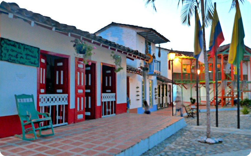 Casas en la plaza del Pueblito Viejo de Aguadas