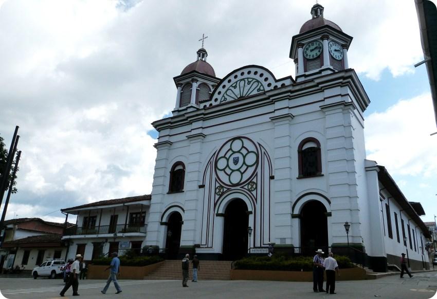Iglesia en la plaza de Aguadas