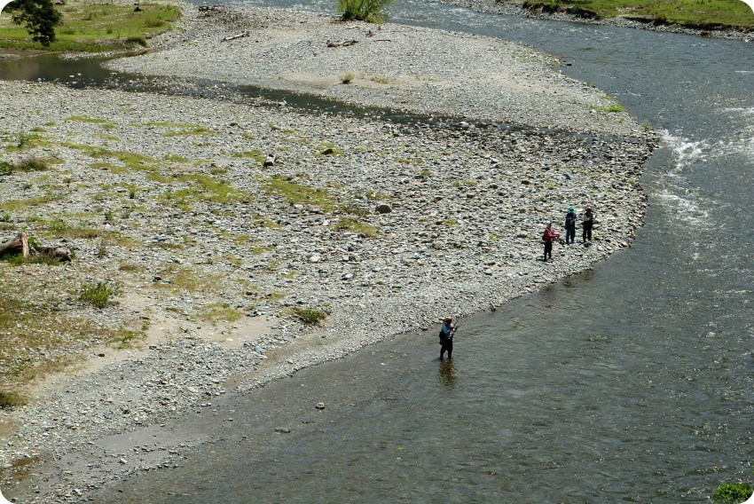Pescadores en el río Arma en la ruta Manizales y Aguadas