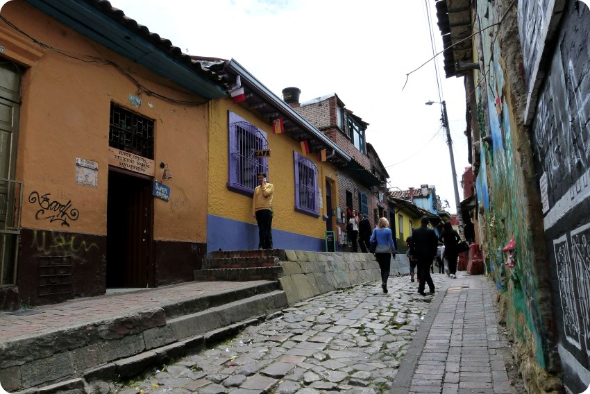 Calle del barrio de la Candelaria en Bogotá