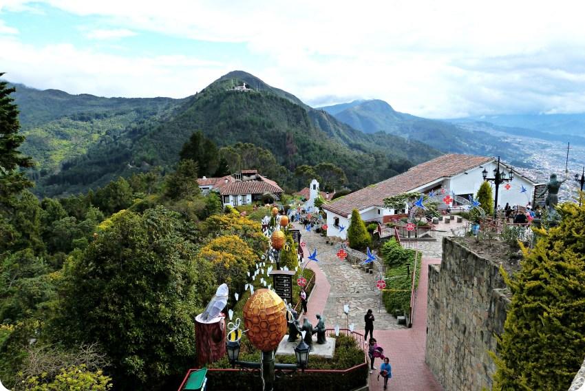 Vue du cerro Guadalupe et de Monserrate à Bogotá