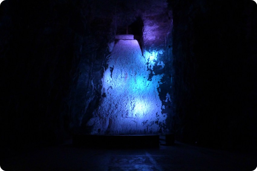 Cascade de sel cristallisé dans la cathédrale de sel de Zipaquira