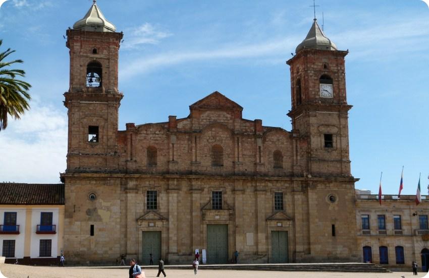 Catedral en la plaza principal de Zipaquira