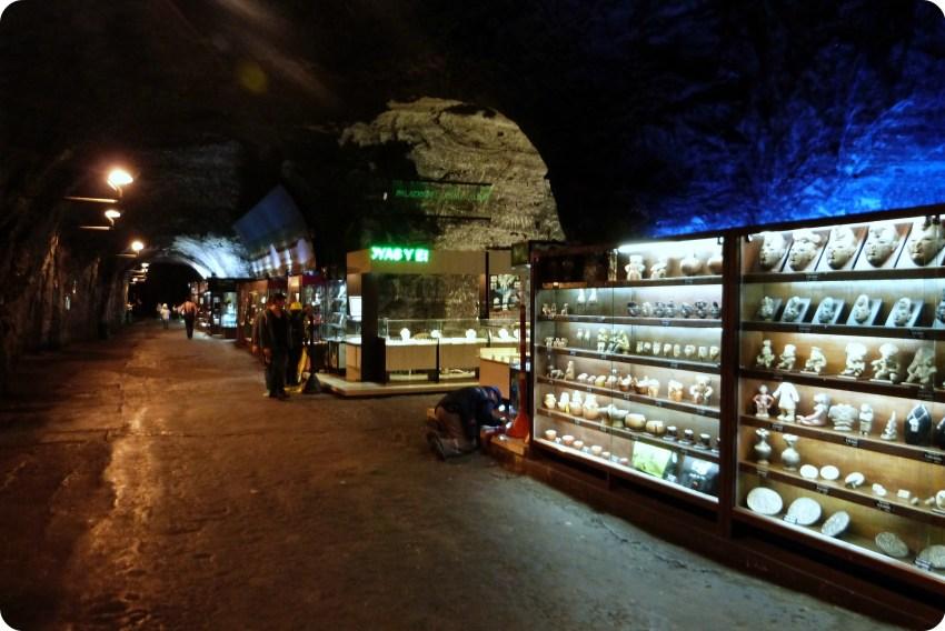 Boutiques de souvenirs dans les souterrains de la cathédrale de sel de Zipaquira
