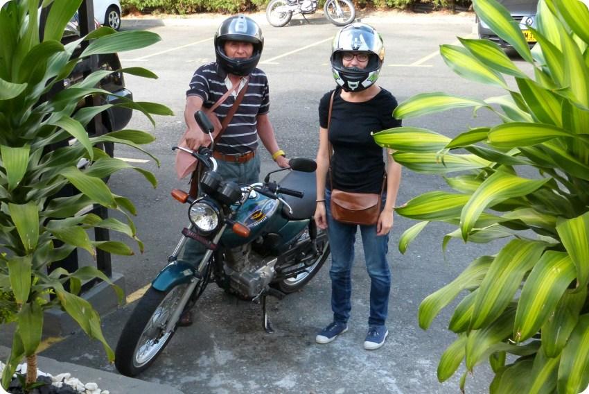 Antimo y yo delante de la moto antes de irnos al mercado