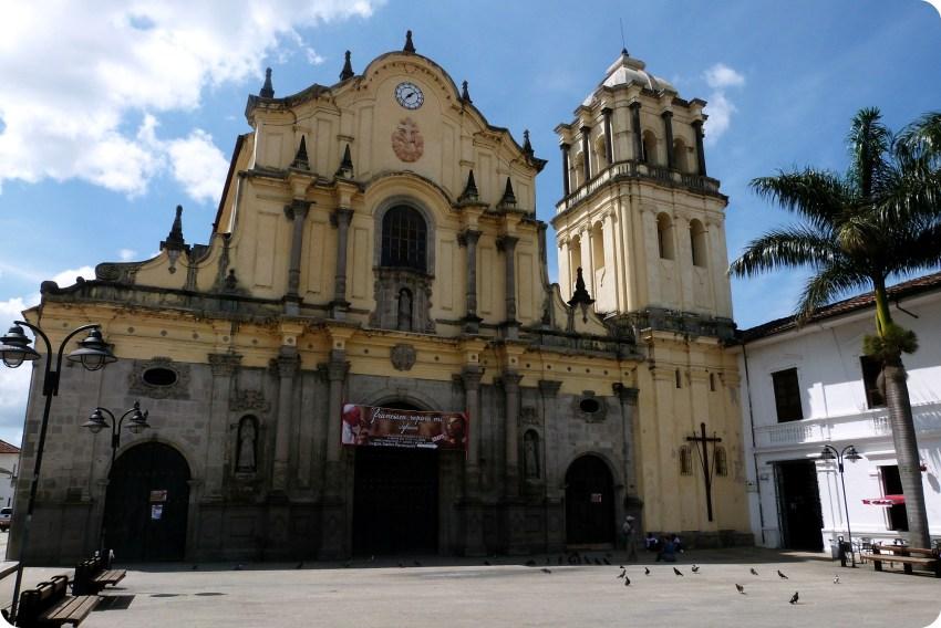 Fachada de la iglesia san francisco del centro histórico de Popayán