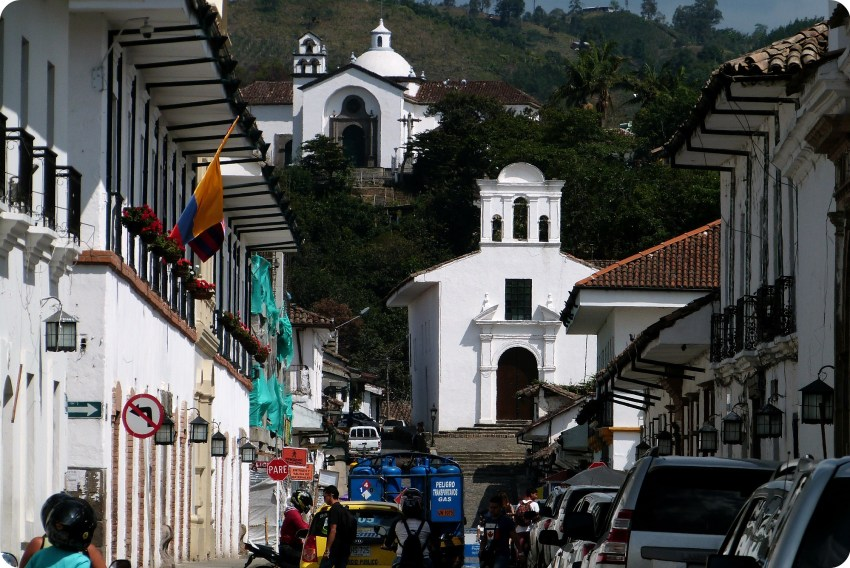 Vista sobre las 2 pequeñas iglesias de Popayán