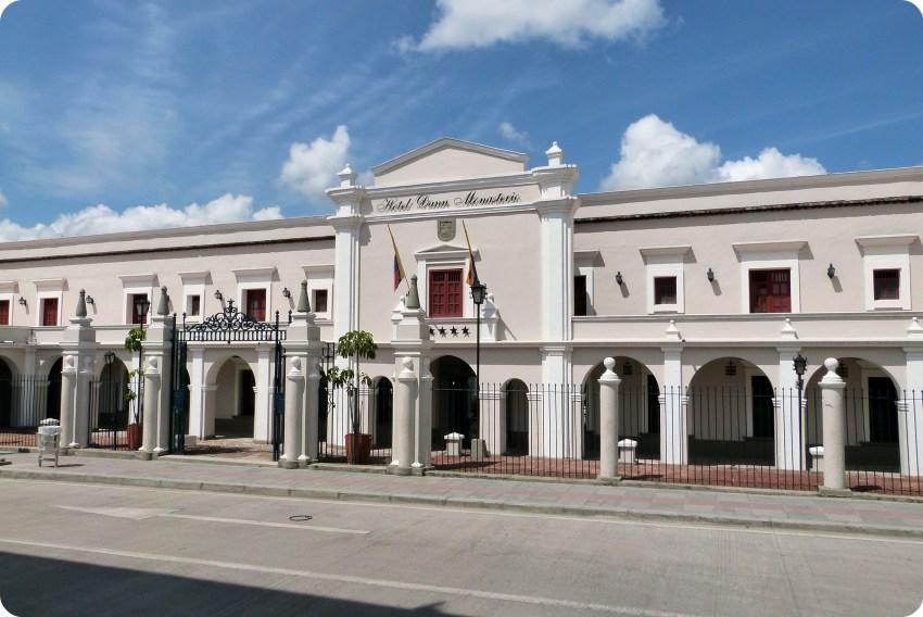 Façade du plus bel hôtel du centre-ville de Popayán