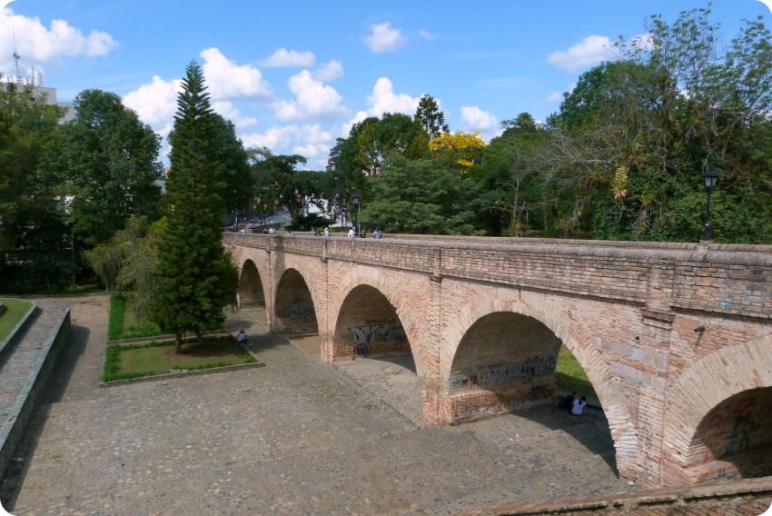 Puente del humilladero dans le centre-ville de Popayán
