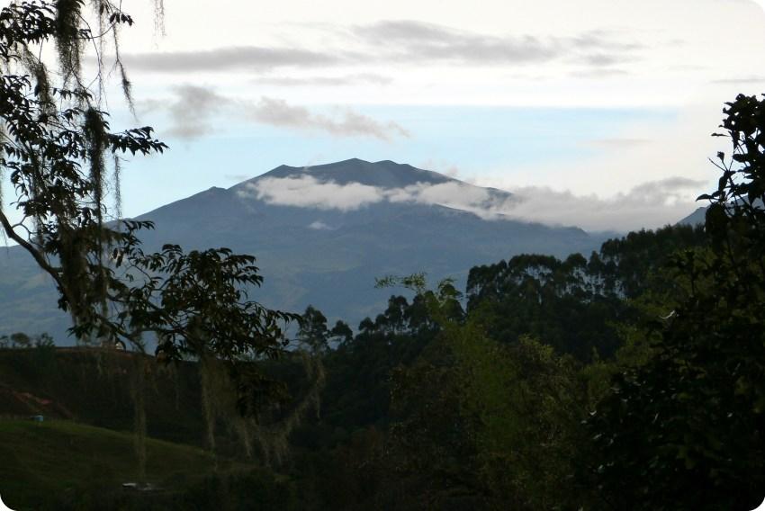 Volcan Puracé de Popayán vu depuis le jardin de Pablo