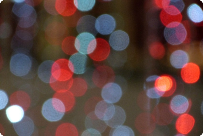 Zoom sobre las luces de navidad del centro comercial Portal del Quindío de Armenia