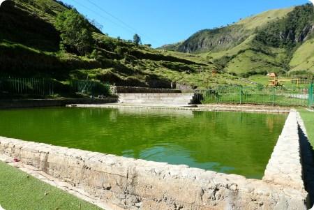 ángulo de una piscina de agua termal en Aguas Tibias de Coconuco