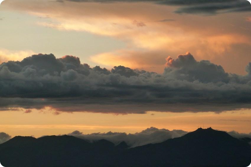 Coucher de soleil sur le cerro Munchique depuis le Morro del Tulcán de Popayán