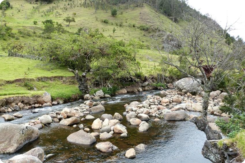 pierres dans une rivière guambiano à silvia