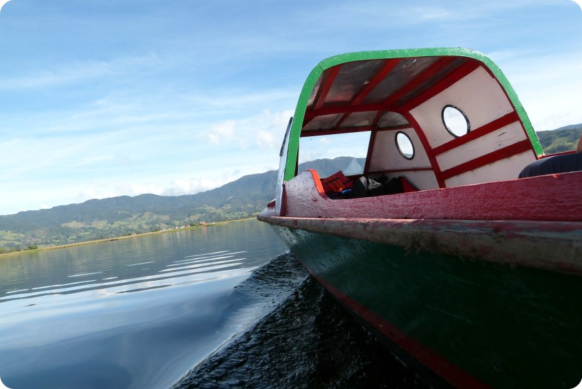 lancha sur la lagune de la Cocha à Pasto